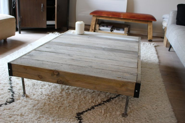 diy cr er une table en palette de bois visitedeco. Black Bedroom Furniture Sets. Home Design Ideas